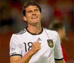 Germany striker Gomez back for Fiorentina