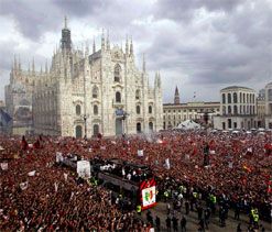 AC Milan ultras meet players, coach to air grievances