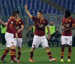 Totti makes instant impact on Roma return