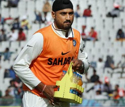 I compete with myself and not Ashwin, says Harbhajan
