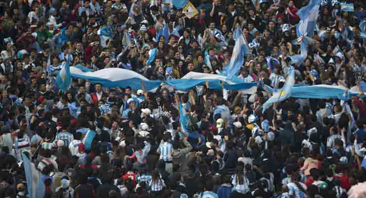 Thousands welcome Argentina home after World Cup final defeat
