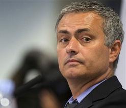 £100,000-a-week Luke Shaw would 'kill' Chelsea`s stability, says Jose Mourinho
