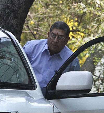 ICC chairman Srinivasan pays Jaitley `courtesy visit`